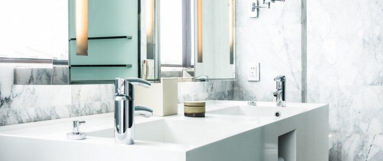 A escolha dos metais na hora de construir ou reformar o banheiro é uma tarefa que vai além do menor custo e melhor aparência.